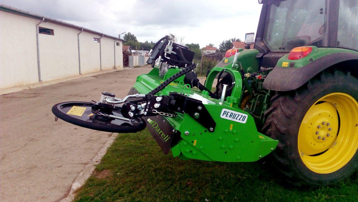 Мулчер BULL 2200 на италианската фирма Peruzzo Peruzzo Bull on Tractor