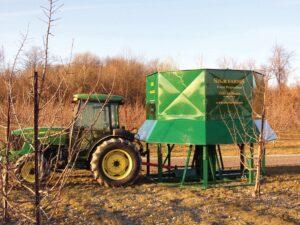 Shur Farms Frost Protection® има над 20 години опит в защитата от слана и справянето с процесите на микроклиматична атмосферна температурна инверсия. Имайки собствено производство, ние разбираме предизвикателствата на това да се използва надеждна, работеща и ефективна система за защита. Ние създадохме и инсталирахме първата система за борба против сланата Cold Air Drain® през деветдесетте години на миналия век и започнахме да произвеждаме и продаваме системата през 2001-ва. Оттогава по света работят хиляди наши системи, защитавайки овошки и лозя правейки ни лидера в отвеждането на студен въздух, предизвикващ сланата. Продължаващото развитие на системата Cold Air Drain® я направиха най-ефективното, най-ниско енергоемкото, тихото и икономически изгодното средство за защита, налично към момента. Нашият екип има изключително богат опит в изучаването и научното изследване на процесите предизвикващи слана и последствията от нейното настъпван Нашият екип се състои от членове с опит в различни сфери като селскостопанство, икономика, околна среда, изследване на атмосферата и др., с научни степени в изследователски университети като University of California at Davis, University of California at Riverside, University of California at Los Angeles, University of Southern California, and Cal Poly, Pomona. Използваме чисти производствени процеси, разчитащи на опазването на околната среда и рециклирането на материалите. Нашите опазващи природата продукти използват екологични (EPA)-сертифицирани, икономични двигатели и резервоари, пропелери с висока ефективност.